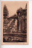 REF 308  :  CPA Cambodge Angkor Vat Grand Escalier Central - Cambodge