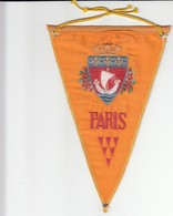 Rare FANION - PARIS - JAUNE - Obj. 'Remember Of'