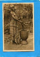 CAMEROUN-Femme Camerounaise Seins Nus-pilant Le Mil -gros Plan Animé-années 20-édition-SANTOT - Cameroun