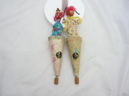 Jeux Et Jouet.Marotte.lot De Deux Marottes Anciennes Shangai Toys Clown Et Un Chinois 30cm - Other Collections