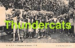 CPA MADAGASCAR CHARGEMENT DE BANANES - Madagascar