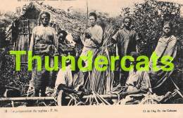 CPA MADAGASCAR  LA PREPARATION DU RAPHIA - Madagascar