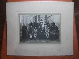 Photographie Sur Carton - Groupe Jeunes Costumés + Prêtre - Fête Jeanne D'Arc - Photo J. Gaillard à Buxy (71) - Vielle - Persone Anonimi