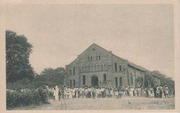CPA Berberati - Cathédrale Sainte-Anne - La Sortie De La Messe (avec Jolie Animation) - Centrafricaine (République)