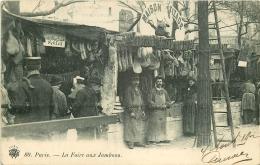 PARIS XI. La Foire Aux Jambons Et à La Ferraille Boulevard Richard Lenoir 1902. Stands Cochonailles Vizade Et Schlitt - Petits Métiers à Paris