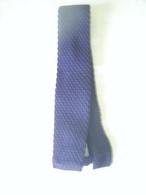 CRAVATE ANCIENNE EN TRICOT - Cravates