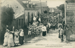 22 TRELEVERN / La Procession Des Jeunes Filles En Blanc Portant Sainte-Anne (26 Juillet) / - Autres Communes