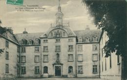 50 VALOGNES  / La Cour D'honneur Du Collège / - Valognes