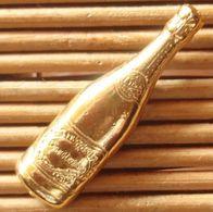 Joli Pin's Thème Boisson, Champagne (Bouteille Dorée), Pins Pin, Voir Photos. - Beverages