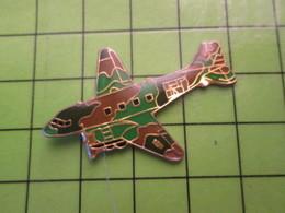 718B Pin's Pins / Beau Et Rare : Thème AVIATION AVION / VIETNAM ANNEES 60 DAKOTA DC-3 GUNSHIP - Airplanes