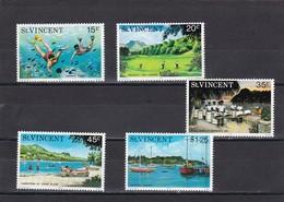 San Vicente Nº 409 Al 413 - St.Vincent (1979-...)