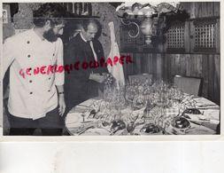 COLOMBIE- HOTEL HILTON BOGOTA- ANDRE SABOURET ET PAUL BOCUSE - CUISINE RESTAURANT-RARE PHOTO ORIGINALE - Personnes Identifiées