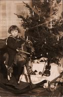 ! Alte Fotokarte, Photo, Mädchen Im Matrosenanzug Auf Einem Schaukelpferd, Weihnachtsbaum, Violine - Games & Toys