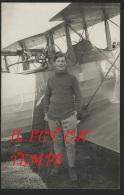 AVIATEUR A IDENTIFIER DEVANT SON AVION RENEE - Airmen, Fliers