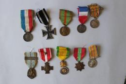 Lot De 10 Medailles Militaires  Lot 1 A Identifier - Medals