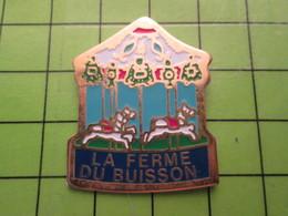 718C Pin's Pins / Beau Et Rare : Thème MARQUES / LA FERME DU BUISSON MANEGE CARROUSEL CHEVAUX DE BOIS - Marques