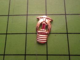 718C Pin's Pins / Beau Et Rare : Thème MARQUES / AMPOULE ELECTRIQUE GLOBE - Trademarks