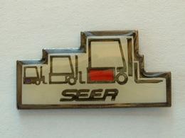 PIN'S CHARIOT ELEVATEUR - SEER - Badges