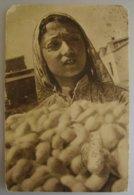 Uzbekistan La Récolte Des Cocons De Vers A Soie - Ouzbékistan