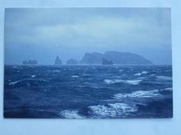 C.P.A. Terres Australes Et Antarctiques Françaises : Ilôts Des Apôtres, Crozet - TAAF : Terres Australes Antarctiques Françaises