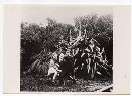 écrivain - Poète   -- Victor  HUGO  Et Ses Petits Enfants à Guernesey  En 1878 - Ecrivains