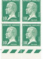 France Pasteur 10 C Bloc De 4 Bas De Feuille Luxe - France