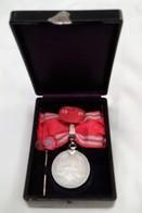 Médaille Japon En Argent - Croix Rouge Impériale Japonaise WW2, Modèle Pour Femme - Médailles & Décorations