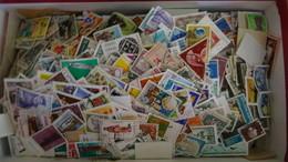 1370 Grammes De Timbres Oblitérés Du Monde  Tous Formats Toutes époques  . Voir Commentaires - Briefmarken