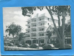 TRINIDAD-The Queen's Park Hotel-port Spain-avenue Avec Autos  Américaines--1947-édition Wilson - Trinidad