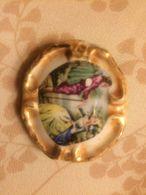 Spilla Vintage In Ceramica Con Dama E Cavaliere Anni 80 - Spille
