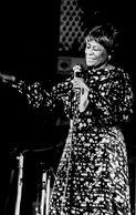 CHANTEUR . MUSICIEN . ROCK  La Chanteuse ELLA FITZGERALD  Au Festival D'ANTIBES - Persone Identificate