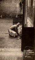 Photo Originale Homme à La Vaisselle Pendant Les Vacances à Nemours (77140) En 1950 - Seine-et-Marne - Anonymous Persons
