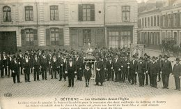 FRANCE - Bethune - Les Charitables Devant L@Eglise - VG Animation Etc - Bethune