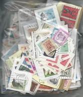 332 Gr De Timbres Divers Du Monde Sur Fragments - Lots & Kiloware (mixtures) - Max. 999 Stamps