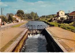 80 - PICQUIGNY : L'Ecluse - CPSM GF - Somme ( Lock Sluice Sperren Slot Bloccare Bloquear ) - Picquigny