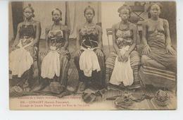 AFRIQUE - GUINÉE FRANÇAISE - CONAKRY - Groupe De Jeunes Bagas Durant Les Fêtes De L'excision (femme Aux Seins Nu - Naked - Guinée Française