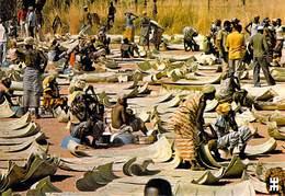 Afrique- BURKINA FASO BANFORA Marché Le Coin Aux Nattes Décorées Feuilles De Rônier  *PRIX FIXE - Burkina Faso