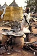 Afrique- BURKINA FASO BANFORA Préparation De La Bière De Sorgho Appelée DOLO Ou TIAPALO   *PRIX FIXE - Burkina Faso