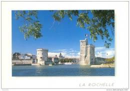 CPM  La Rochelle Entrée Du Port - La Rochelle