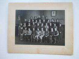 Original Großes Foto 1930/40er Größe 29,5x23cm  Mädchenklasse / Mädchenschule. Hintergrund Adolf Hitler Foto / Porttrait - Anonyme Personen