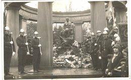 A Identifier -  Carte Photo - Cérémonie - Monument Commémoratif -  Pompier - - Cartes Postales