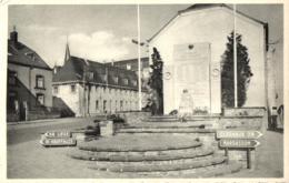 BELGIQUE - LUXEMBOURG - BASTOGNE - Monument Aux Morts De La Ville Et Le Séminaire. - Bastenaken
