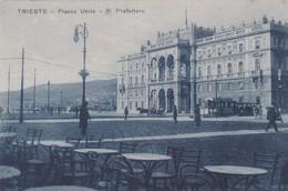 ITALIE. TRIESTE. Piazza Unità R. Prefettura  ( Tramway 09 + Pub Brill ) - Trieste