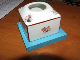 Encrier En  Porcelaine  Format Carré  6 X 6 Cm H  4.5 Cm - Inkwells