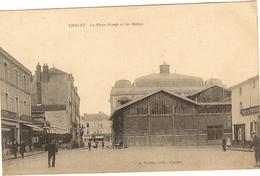 CHOLET - La Place Rouge Et Les Halles    66 - Cholet