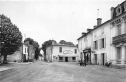 33-CASTETS-EN-DORTHE- LA PLACE DE L'EGLISE - France