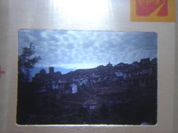 Ancienne Diapositive ESPAGNE Diapo Slide SPAIN Vintage Annees 60 - 70's Village Colline - Diapositives (slides)