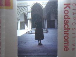 Ancienne Diapositive ESPAGNE Diapo Slide SPAIN Vintage Annees 60 - 70's Femme Cour - Diapositives (slides)