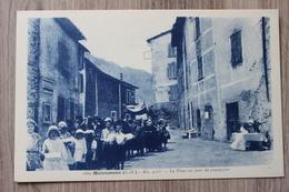 MALAUSSENE (06) - LA PLACE UN JOUR DE PROCESSION - Autres Communes