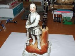 Figurine En Porcelaine  Avec Porte Plume Ancien à Encre  Format  H  17cm X 8 X 8 Cm - Inkwells
